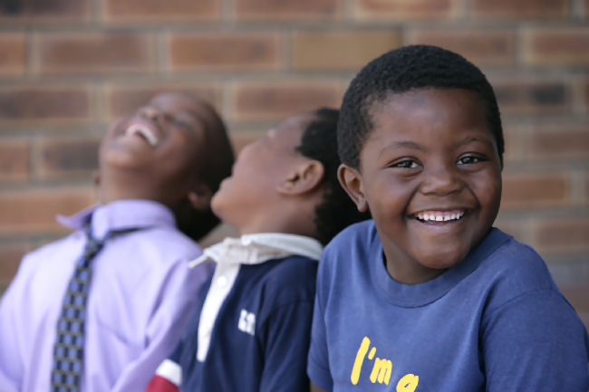 Cape_Town_children_sharing_a_joke