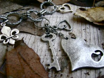 Empty_Inside___Necklace_by_UntilItEnds