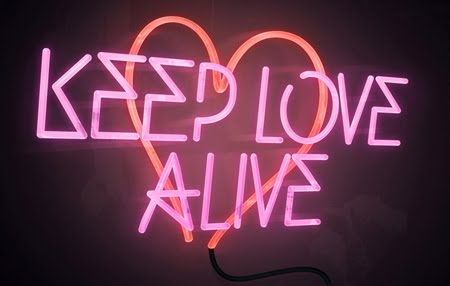 Keep-Love-Alive-neon-small